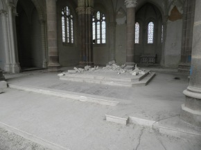 Coup de ménage symbolique autour de l'autel - 21 juin